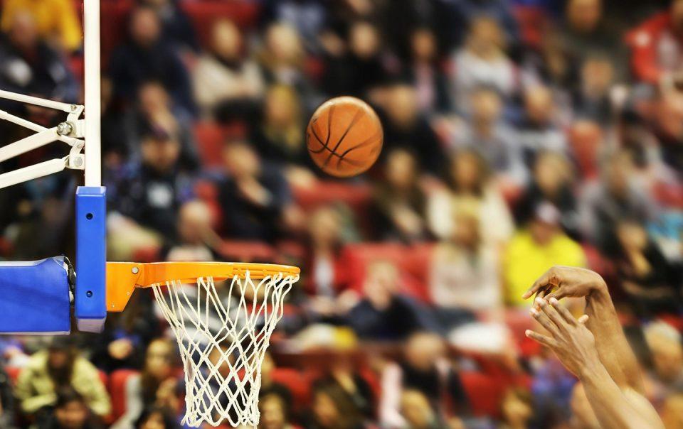 Koszykarz trafia do kosza