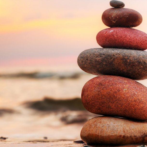 Stos kamieni na plaży